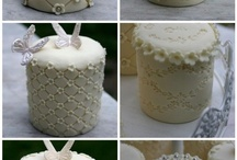 Cupcakes, Mini Cakes & Cake Pops / by Drew Courtney