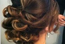 Wedding Hairstyles & Accessories / by Laura Ludvigsen