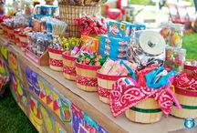 Craft Booth Display Ideas / by Sita