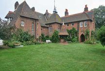 William Morris Homes & Gallery / by Dede Fleur