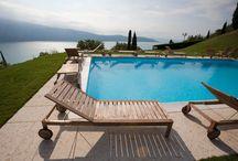 Schwimmbad am Gardasee / Villa Sostaga ist ein 4 Sterne Luxushotel mit Schwimmbad, Sauna, Whirlpool, romantischer Restaurant, atemberaubende Seesicht und 19 verschiedene Suiten / by Boutique Hotel Villa Sostaga