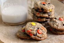 Cookies/Bars / by Melissa Gracia