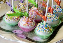 Cake Pops / by Brittany Percival