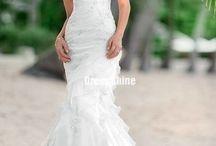 Wedding Dresses!!!!!!!! / by Rainey Franchino