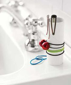 ♥♥Stop searching high and low for hair clips and elastics: Store them tidily on an empty TP tube.