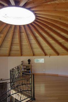 Loft in yurt..good kids/school space...