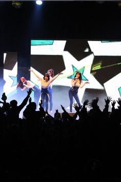 Girl's Day drive soldiers wild with their 'suspender dance'