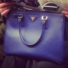 #HandbagSpy Bright blue Prada tote bag