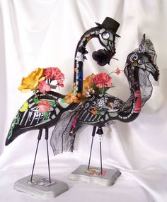 Day of the Dead Flamingos. I need these for my yard. ;)