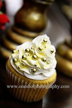 I don't care if cupcakes are over.  They're adorable and no cutting is involved.  24K Gold Cupcake