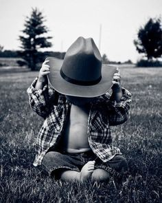 Little cowboy<3...so cute country boys, country kids, future babies, baby boys, baby pictures, country life, cowboy hats, cowboy baby, country pictures