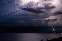 tormenta eléctrica, trieste, julio 2014 (a la derecha, el castello di miramare)