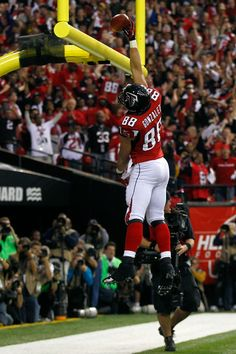 This man is a true Hall of Fame person, Not only as a player, but as a man...great guy. Tony Gonzalez // Atlanta Falcons.