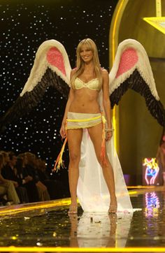 If heidi klum can walk the runway 8 weeks after giving birth, I should be able to get my dream body with having no kids!! lol
