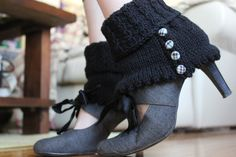 so f'ing cute!!! fashion, style, knitting patterns, crochet, shorts, grey, anklets, blog, boots