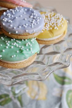 Chocolate dipped Oreos - I hadn't thought of using Golden Oreos! They used gel food coloring to color white chocolate.