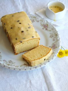 Fresh orange pound cake with passion fruit icing / Bolo de laranja com cobertura de maracujá by Patricia Scarpin, via Flickr