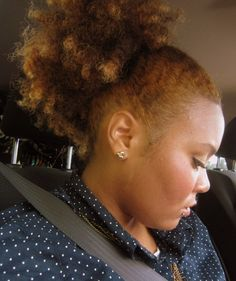 Love the colour. #OfficiallyNatural #NaturalHair #AfroPuff