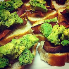 LE MINIMALIST: LATE NIGHT SNACK / AVOCADO BACON TOASTS    Cooking is fashionable, right?