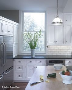 White kitchen, black granite
