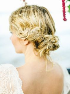 Wedding hair. Photog