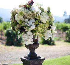Carrie & Mike | Megan Holly Clouse | Wine Country Flowers | eleGALA.com