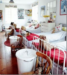 Bedroom for 4----have dreamed this for a grandkids room in my mind..............