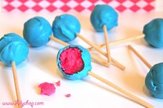It's a BOY and a GIRL Baby Shower Cake Pops! #Baby #babyshower #Cake #cakepops