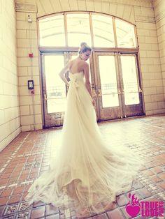 photographer: www.truelovephoto.com/blog  publication: www.ourweddingmag.com  Make-up: www.brushworxmakeup.com  Hair : tinaromo.com  Stylist: Sarah Kreutz