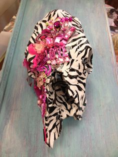 Hot Pink & Zebra Decorative Cow Skull with by GaudyGlamBoutique, $150.00    Anybody want to find me a cow skull so I can do this for myself? Skulls, Pink Zebra, Cow Skull, Decor Cow, Skull Decor, Zebra Decor, Skull Inspir, Hot Pink, Countri Craftin