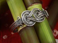 Celtic knot bracelet Celtic Knot Bracelets, Jewelry Crafts, Celtic Knots, Clothing Accessories Make Up, Accessories Whore, Knots Bracelets, Celtic Knot Clothing, Knots Jewelry, Jewelry Boxes