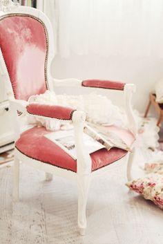 Amazing pink velvet chair