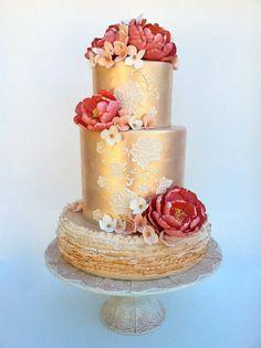 Red and gold wedding cake | Amazing cakes