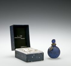 Dans La nuit (In the night) with box for #Worth by Rene #Lalique, designed in 1926 | Corning Museum of #Glass