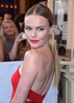 Kate Bosworth matches her red gown with red lips. // #Lips