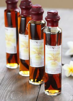 DIY Vanilla Extract... the perfect holiday gift (includes instructions on sealing and labeling).
