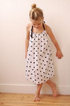 la petite robe à étoiles