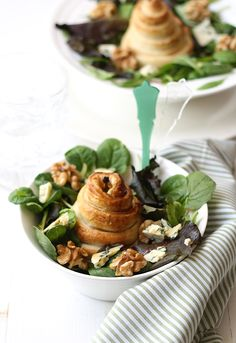 Pear, blue cheese and walnut salad