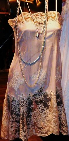 Crepe de chine and sublime pink Calais lace sleeps - 1930's - @~ Mlle