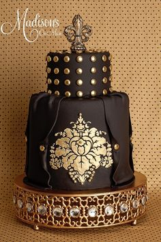 Dark Romance Alexander McQueen Inspired wedding cake..... Wow!