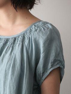 Blodary dress of super fine linen from Envelope. Neckline gathering.