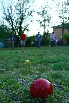 {Summer Fun & Backyard Games} - 5 fun outdoor games for families (and none require batteries!) plus 30+ more great ways to enjoy some time in your own back yard!