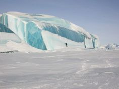 Giant ice waves in Antarctic