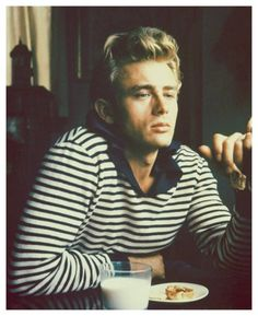 James Dean – Every single menswear style list should include one of the classic style icons, James Dean. This guy was and still is a legend in his own regard. Even though his life was cut short at the young age of 24 he made more of an impact on men's fashion than most of us could hope to make.