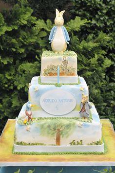 Peter Rabbit Cake. OMG looooooooove this.