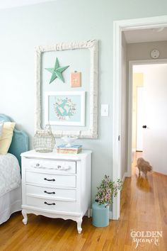 Turning trash into treasure - how to transform a trashed picture frame for cheap!