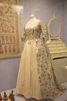 A 1780s gown with tabbed bodice over petticoat -- made of block-printed Indian cotton.