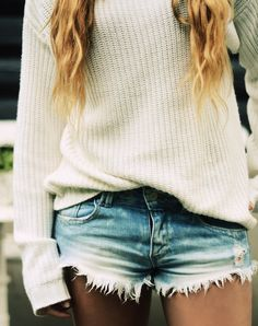 Oversized sweater with ripped cut off denim