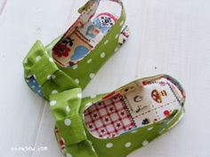 I think sew: DIY Baby shoes