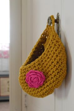 Maize Hutton: A Chunky Crocheted Hanging Bag (Pattern here: http://thecrochetdiaries.blogspot.ca/2012/04/pattern-crocheted-baskets.html)